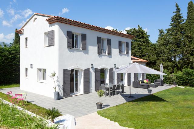 La tradition bien actuelle m diterran en fa ade nice par mas provence - Maison grise et blanche ...