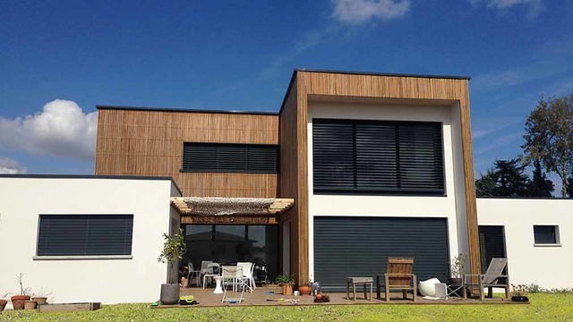 Maison contemporaine avec bardage bois contemporain for Facade contemporaine