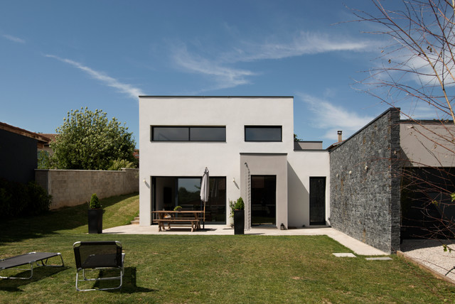 Maison contemporaine cailloux sur fontaines contemporain - Photo facade maison contemporaine ...