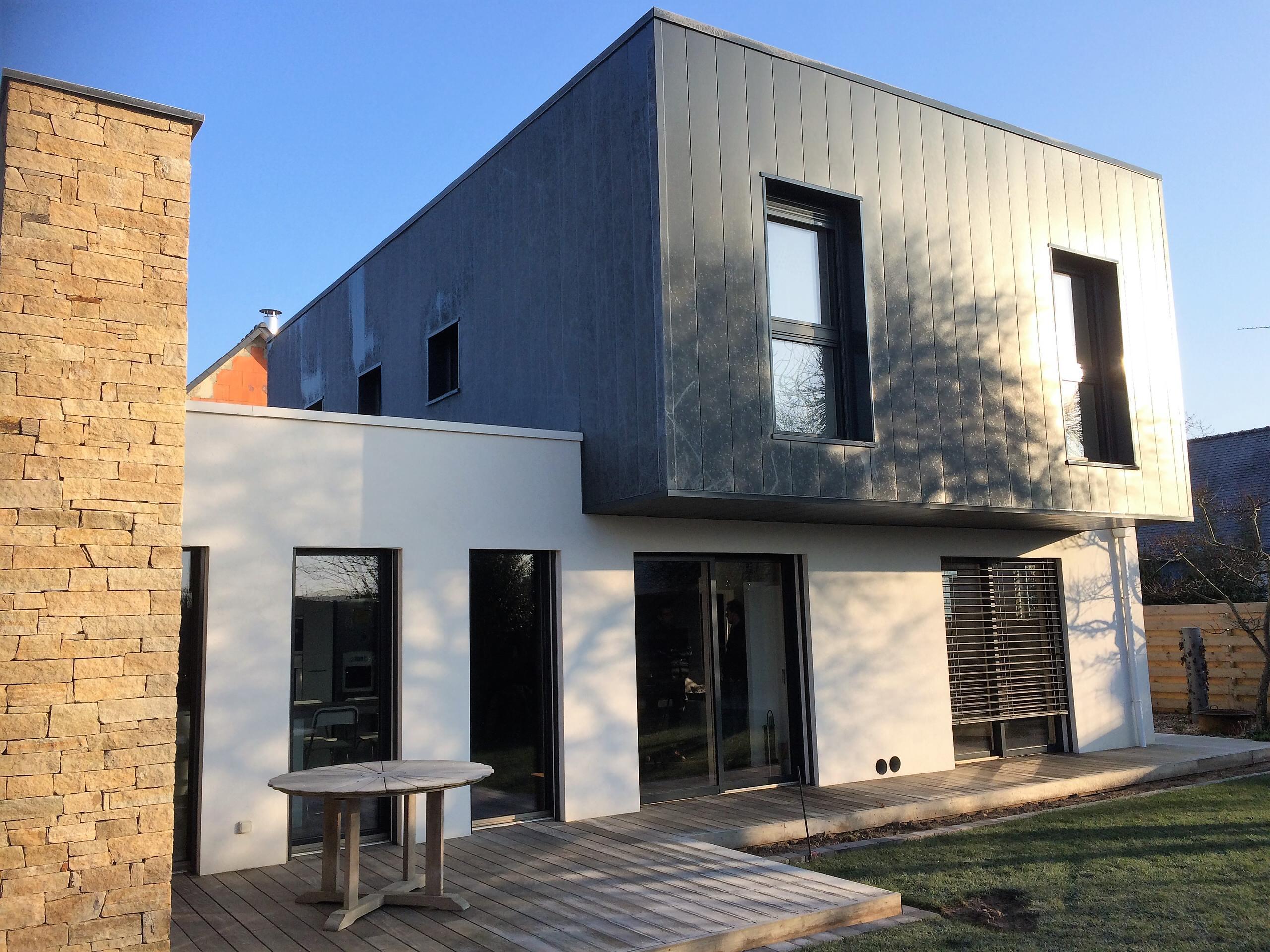 Maison contemporaine isolée par l'extérieur
