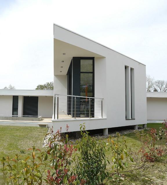 maison de lardenne contemporain fa ade toulouse par architecture du t. Black Bedroom Furniture Sets. Home Design Ideas