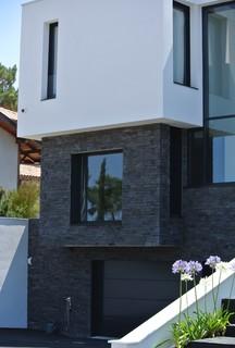 parement pierre orsol de chez h misph re r alisation architecte l ratabouc contemporain. Black Bedroom Furniture Sets. Home Design Ideas