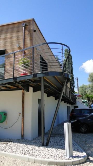 Piscine couverte contemporary exterior grenoble by for Piscine couverte design
