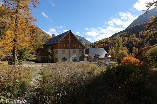 refuge de bayasse rustic exterior nice by eric gernez architecture. Black Bedroom Furniture Sets. Home Design Ideas