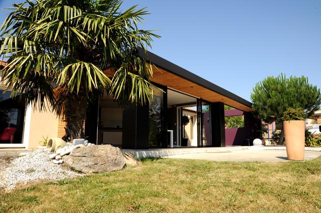 relooking et amenagement d 39 une maison contemporain fa ade nantes par atelier 14. Black Bedroom Furniture Sets. Home Design Ideas