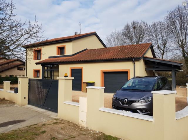 Renovation D Une Maison Des Annees 80 Classique Facade Lyon Par Domebio Maitre D Oeuvre
