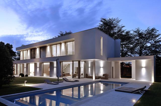 Villa b moderno facciata lione di laurent guillaud - Facciata casa moderna ...
