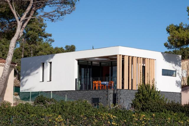Villa r contemporain fa ade marseille par kaboom for Facade maison moderne pierre