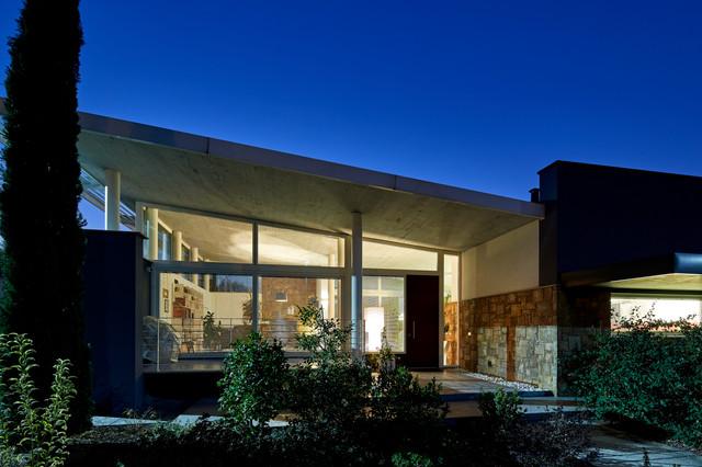 Esempio della facciata di una casa contemporanea