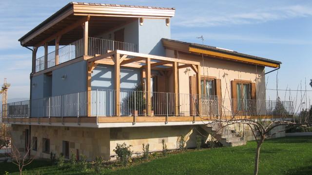 Casa in collina realizzazione di una villa con struttura for Piani di casa per case costruite su una collina