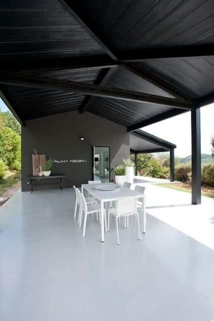 Casa in legno alma negra moderno portico altro di for Portico moderno