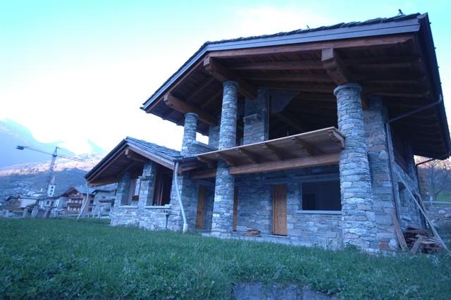 Case in pietra e legno in montagna facciata altro for Facciate di case in mattoni e pietra