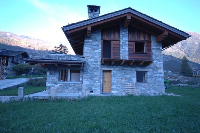 Case in pietra e legno in montagna facciata altro for Case con facciate in pietra