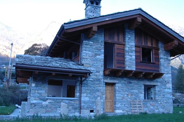 Case In Pietra Di Montagna : Case in pietra pietra calacatta in in glazed polished porcelain