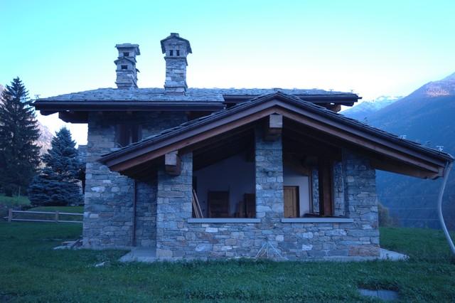 case in pietra e legno in montagna facciata altro