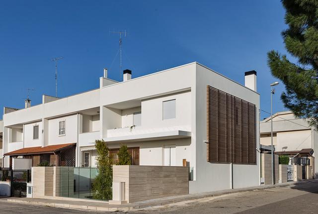 Ristrutturazione casa a schiera ab contemporaneo for Ville bifamiliari moderne