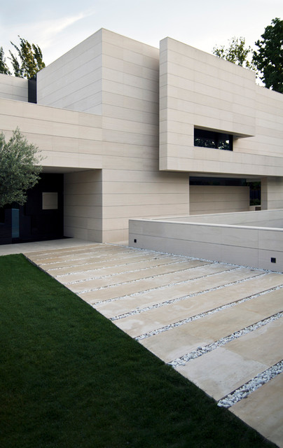 Inspiration for a contemporary exterior home remodel in Madrid