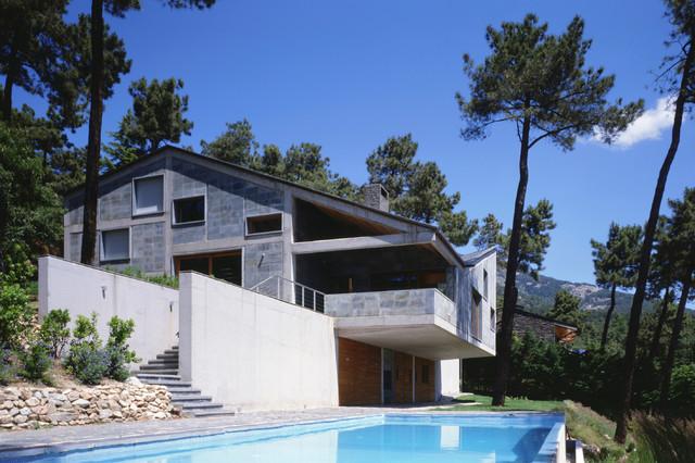 imagen de fachada gris de estilo de casa de campo de tamao medio