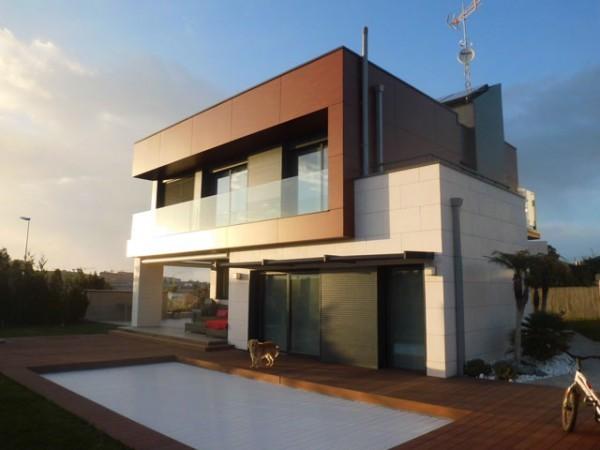 Rehabilitaciones de fachadas cubiertas patios y locales for Locales comerciales modernos exterior