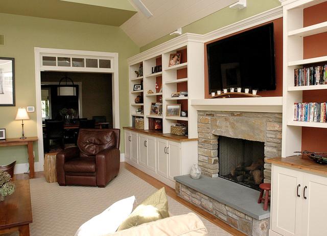 0306-VA traditional-family-room