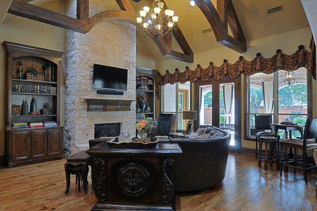 2505 Highland Park Ct traditional-family-room
