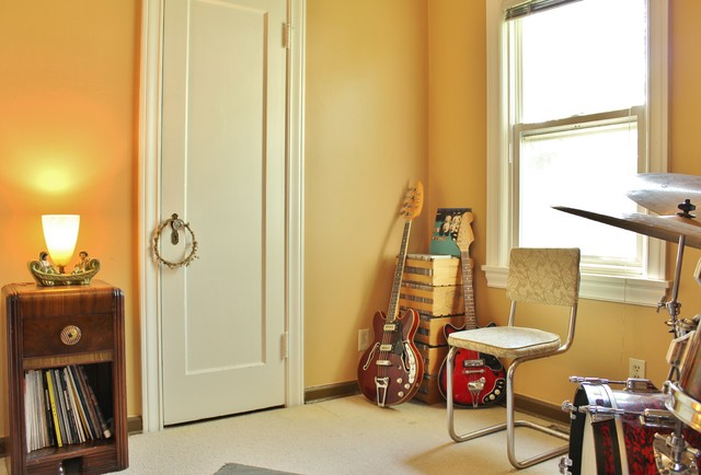 A Musician's Vintage Style Brings a Cottage to Life eclectic-family-room