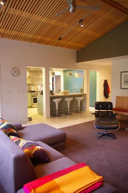 Alamo modern-family-room