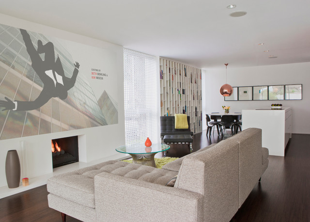 Avocado Residence Midcentury Family Room Orange