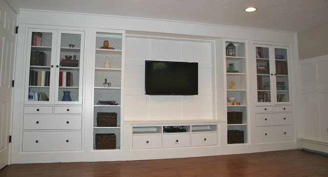 Family room - traditional family room idea in Boston