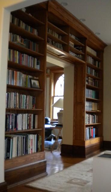 Bookshelves traditional-family-room