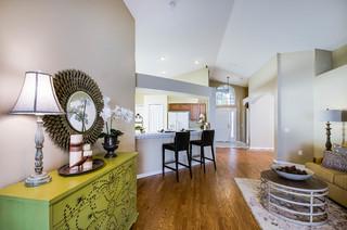 Buckhorn preserve family room klassisch modern for Lutz barhocker
