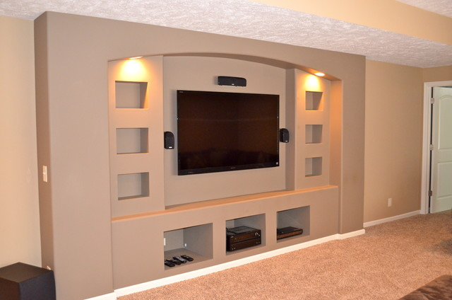 Built-in drywalled entertainment center modern-family-room