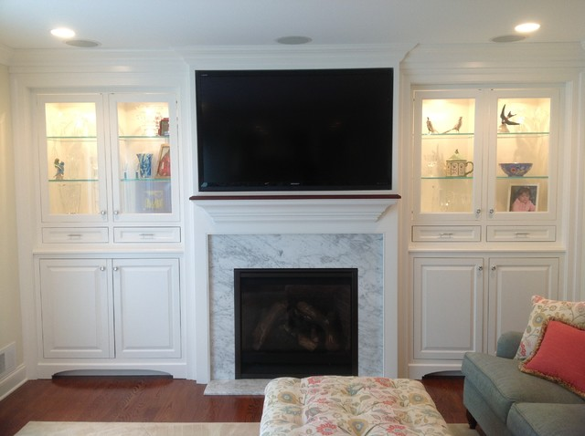 Built ins traditional-family-room