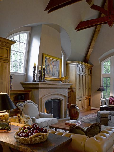 California Maison traditional-family-room