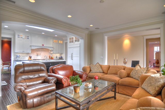 Cape Cod traditional-family-room