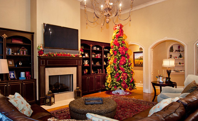 Christmas Decorating - 3 traditional-family-room