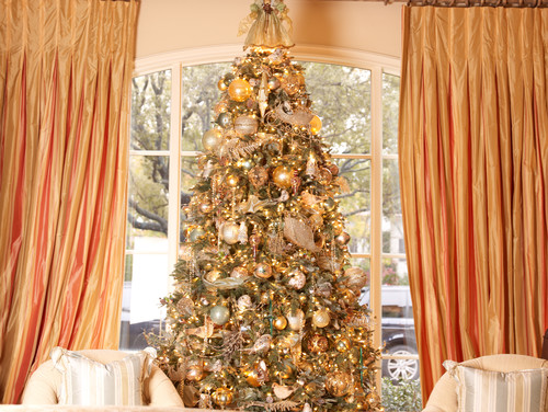 How To Decorate A Glamorous Christmas Tree