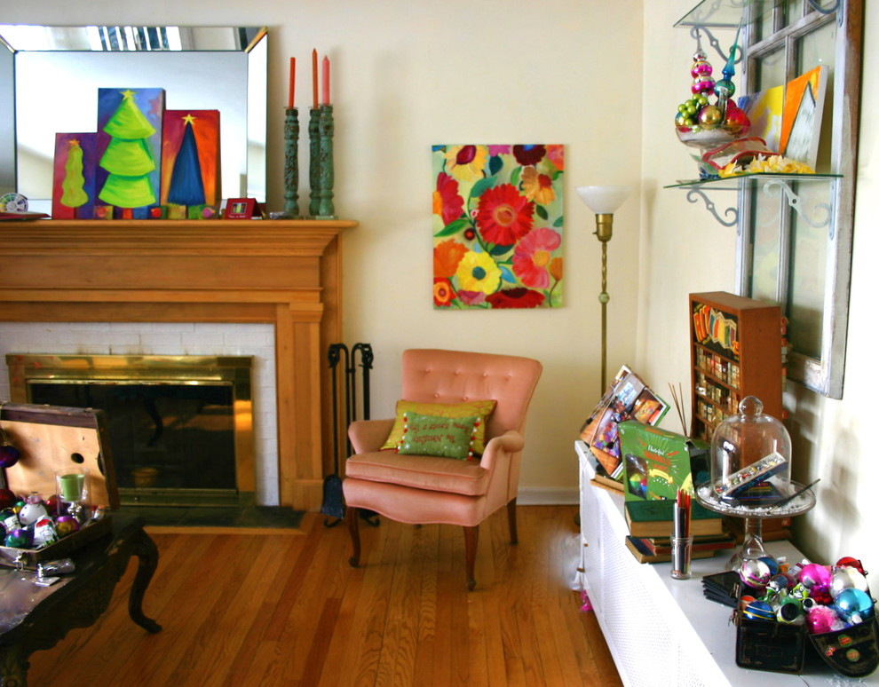 Eclectic family room photo in Chicago