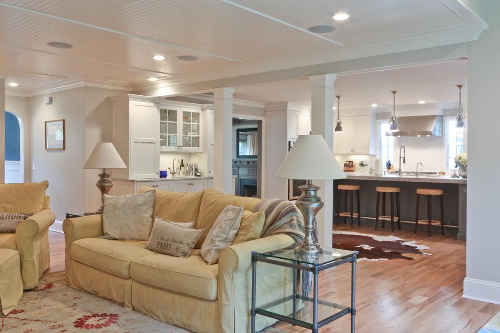 Elegant family room photo in Newark