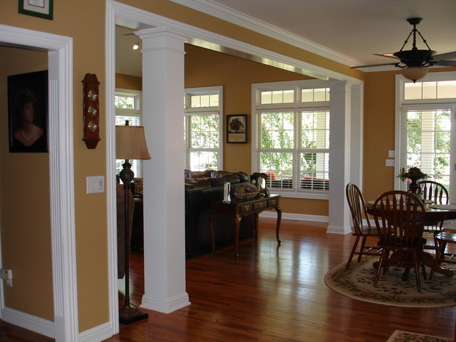 Columns traditional-family-room