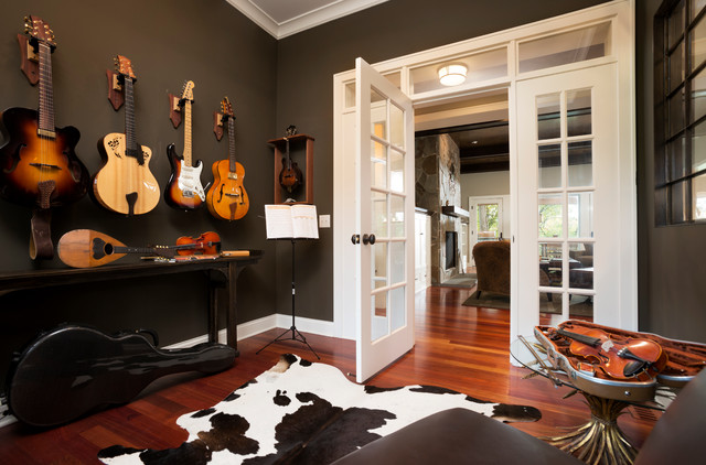 Comfortable cottage style transitional home office for Home music room design ideas