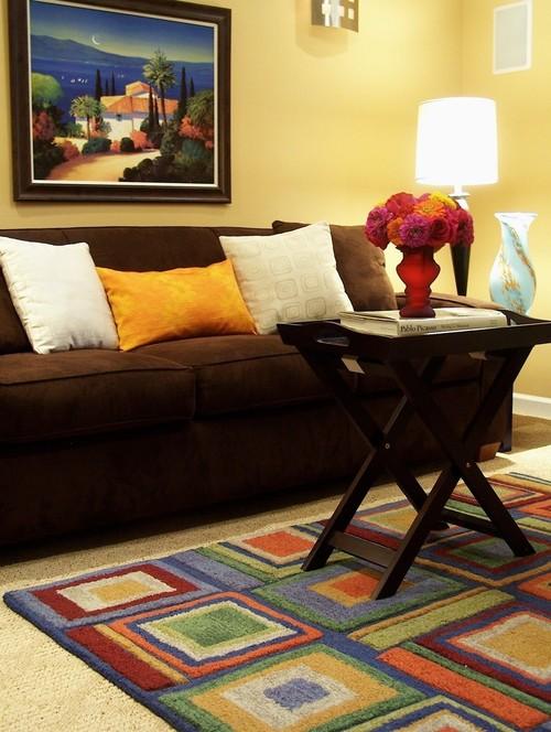 Lunes de decoraci n ese gran sill n marr n la vida de for Combinar un sofa verde oscuro