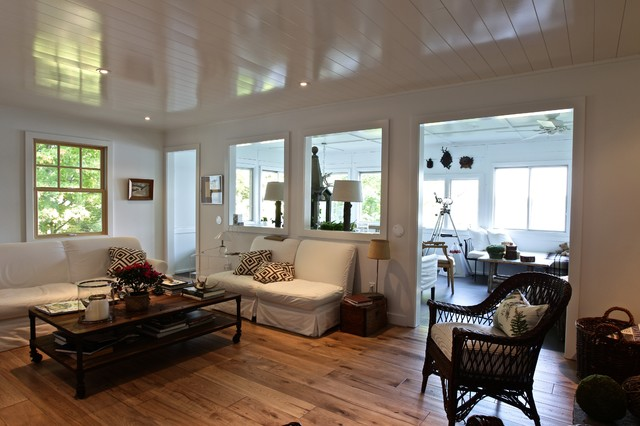 Cottage or Vacation Homes beach-style-family-room