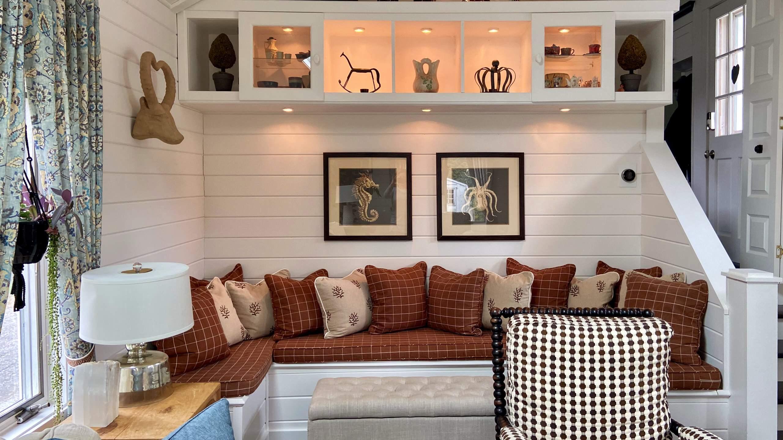 Cozy Family Room - Watch Hill, RI