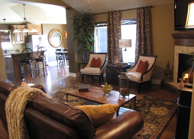 Cozy in a condo traditional family room kansas city for Cozy family room designs