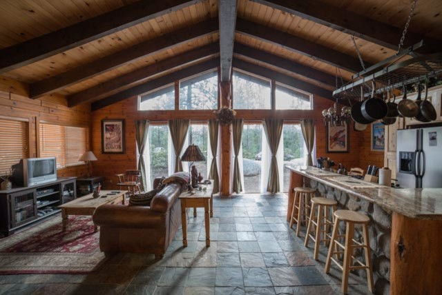 glass pendant designs ideas dining table vaulted ceilings - Cozy Lake Tahoe Cabin Great Room Traditional Family Room