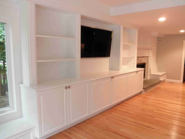 Custom Built In ShelvingBarMantel