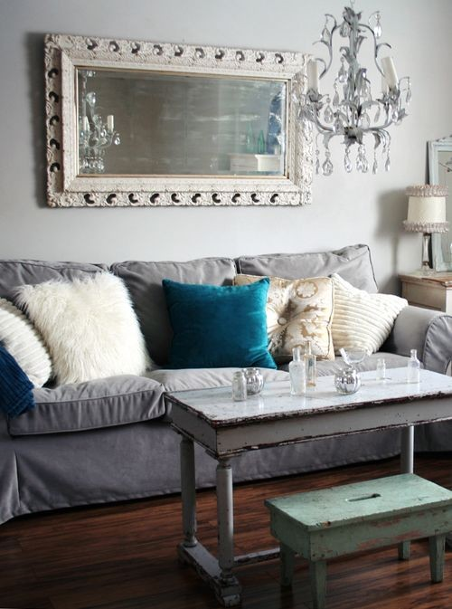 Cottage chic family room photo in Melbourne