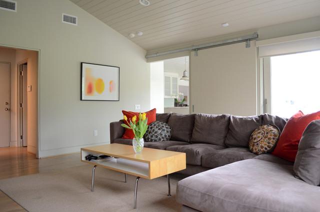 Dallas, TX: Lenore LoCascio contemporary-family-room