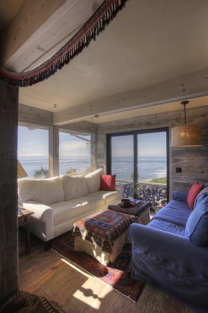 De La Luz beach-style-family-room
